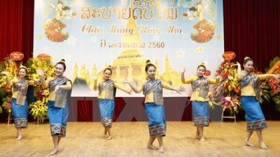 Bun Pi May - le Nouvel An traditionnel du Laos fêté en Indonésie